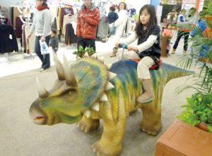 歩く恐竜ライド